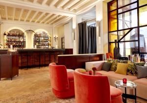 Loungen eller baren på Sinner Paris
