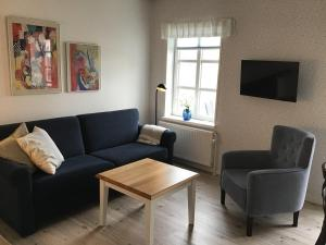 A seating area at Løkken Badehotel Apartments