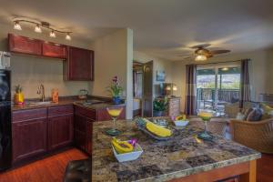A kitchen or kitchenette at Paradise Bay Resort