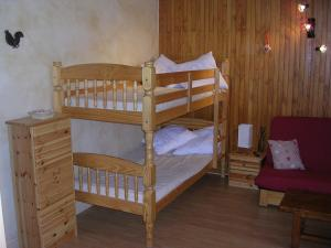 A bunk bed or bunk beds in a room at Appartement avec Terrasse centre Brides