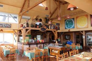 Restavracija oz. druge možnosti za prehrano v nastanitvi Guesthouse Les