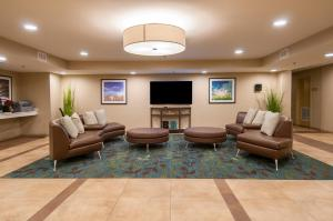 A seating area at Candlewood Suites - Baton Rouge - College Drive, an IHG hotel