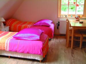 Een bed of bedden in een kamer bij B&B Abbekerk