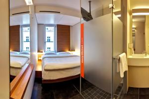 A bed or beds in a room at easyHotel Berlin Hackescher Markt