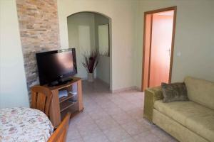 Televízia a/alebo spoločenská miestnosť v ubytovaní Apartment Banjol 23
