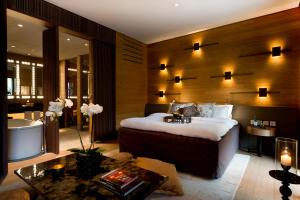 A bed or beds in a room at The Chedi Andermatt