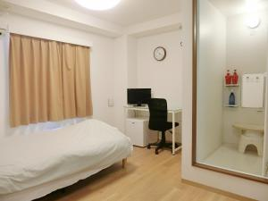 A bed or beds in a room at Hotel Chuo Oasis