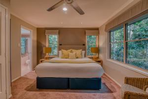 A bed or beds in a room at Narrows Escape Rainforest Retreat