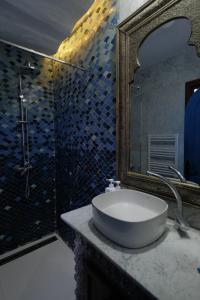 A bathroom at Dar Elrio