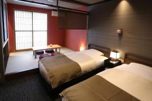 花明かりにあるベッド