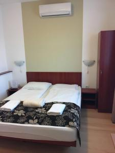 A bed or beds in a room at Mosoly Szallashely
