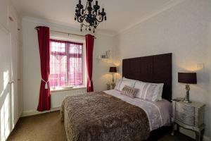 A bed or beds in a room at Robertsbrook Guest House