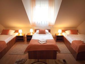 Łóżko lub łóżka w pokoju w obiekcie Hotel Ostoja