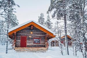 Kakslauttanen Arctic Resort - Igloos and Chalets during the winter