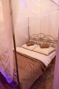 Łóżko lub łóżka w pokoju w obiekcie Apartament UZIEMIENIE