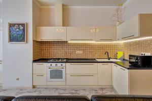 "A kitchen or kitchenette at Апартаменты "" На берегу у моря """