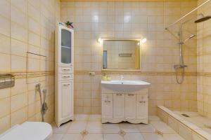 "A bathroom at Апартаменты "" На берегу у моря """