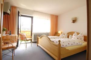 Ein Bett oder Betten in einem Zimmer der Unterkunft Haus Iris