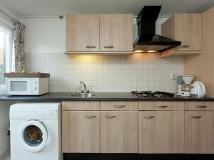 Een keuken of kitchenette bij Fairytale Cottage in Nes Friesland with garden and terrace