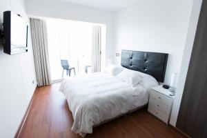 A bed or beds in a room at Departamento Larcomar