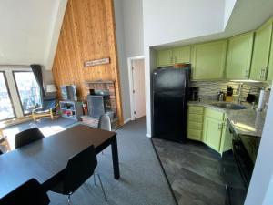 Cucina o angolo cottura di Mountain Green, Condos at Killington