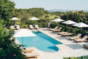 Vue sur la piscine de l'établissement Domaine Monte Verdi ou sur une piscine à proximité
