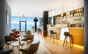 The lounge or bar area at Hotel Istra