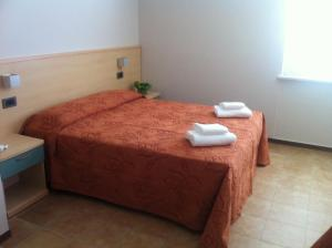 A bed or beds in a room at Hotel San Benedetto