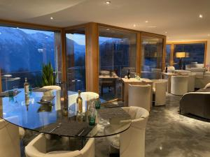 A restaurant or other place to eat at Chalet Grand Loup