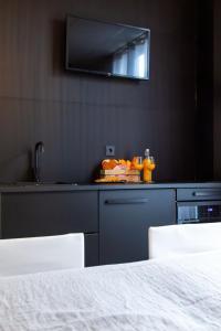 A kitchen or kitchenette at Hotel Pannenkoekhuis Vierwegen