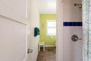 A bathroom at The Patriots Boutique Motel