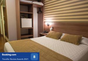 A bed or beds in a room at Hotel Continental Business - 200 metros do Complexo Hospitalar Santa Casa