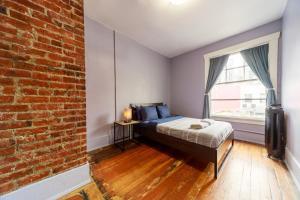 Ein Bett oder Betten in einem Zimmer der Unterkunft Samesun Vancouver