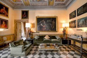 A seating area at Residenza Ruspoli Bonaparte