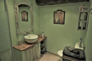 Salle de bains dans l'établissement Chambres d'Hôtes Le Puits d'Amour