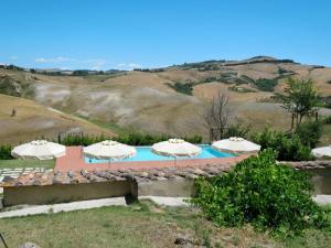 The swimming pool at or near Locazione Turistica Villa Caggio - VOL141