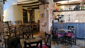 A restaurant or other place to eat at Palacete Maria Rosa