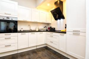 A kitchen or kitchenette at Francesca Luxury Apartment
