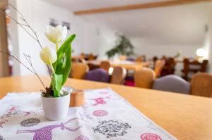 A restaurant or other place to eat at Haus Kranzusch