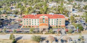 A bird's-eye view of Holiday Inn Express Hotel & Suites Gulf Shores, an IHG Hotel