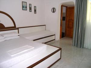 Ένα ή περισσότερα κρεβάτια σε δωμάτιο στο Διαμερίσματα Πανόραμα