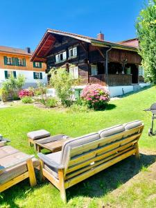 A garden outside Chalet Jungfrau View
