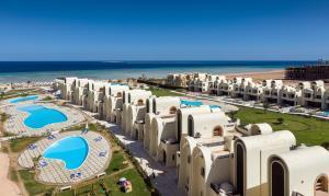 O vedere a piscinei de la sau din apropiere de Gravity Sahl Hasheesh