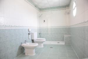 A bathroom at Hotel Blanca Brisa Cabo de Gata