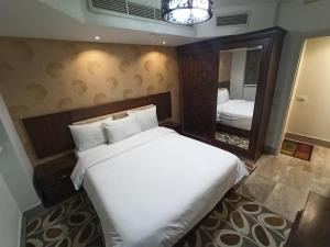 A bed or beds in a room at Monte Cairo Serviced Apartments