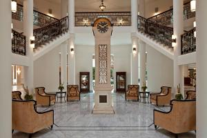 The lobby or reception area at Waldorf Astoria Jerusalem
