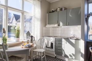 A kitchen or kitchenette at Immeln Guest House