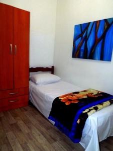A bed or beds in a room at Pousada e Hostel Polônia