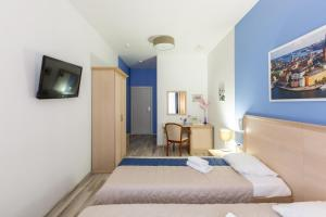 A bed or beds in a room at Hotel Element