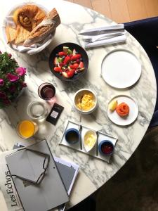 Breakfast options available to guests at Hôtel Cardinal Bordeaux Centre
